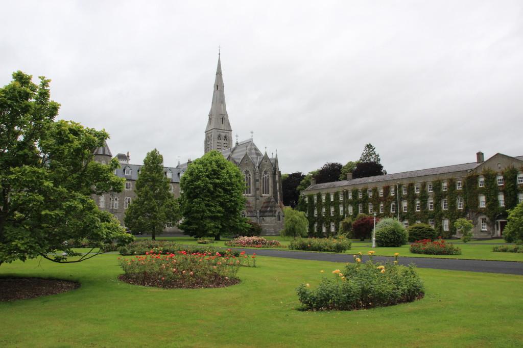 סנט פטריקס קולג', מיינות', אירלנד. נוסד ב-1795.