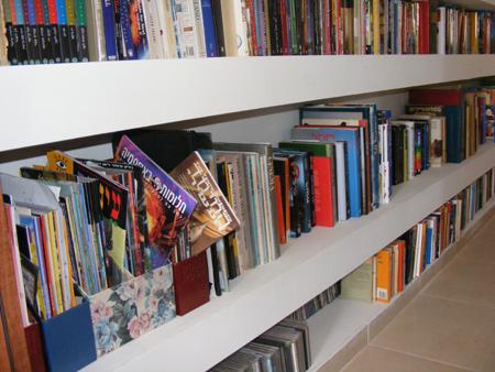 ספריה - מבט מכיוון חדר העבודה
